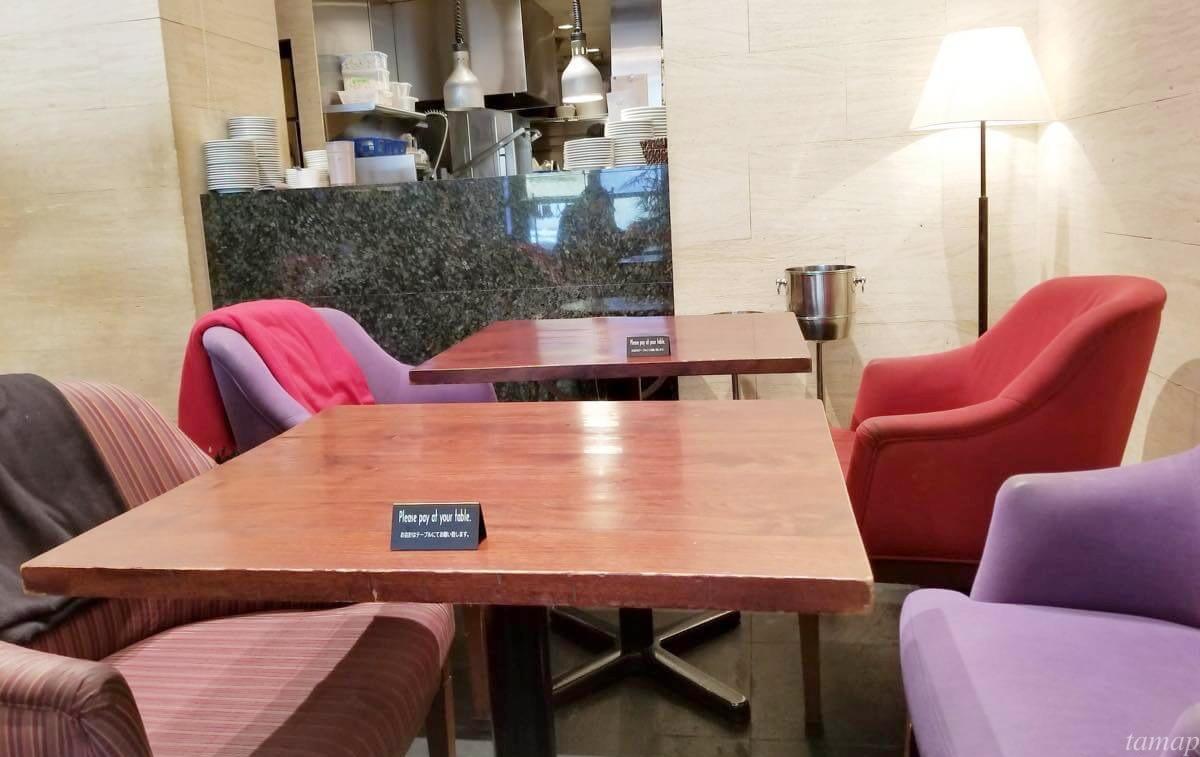 立川駅北口マザーズオリエンタルのテーブル