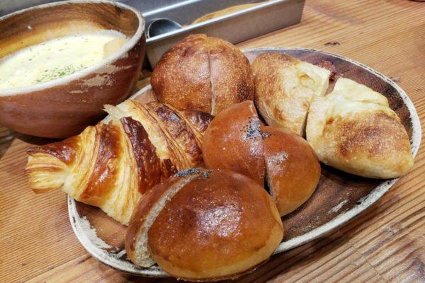 グランデュオ立川1Fの手作りパン屋「Sesto(セスト)」はホッとくつろげるカフェスペースあり