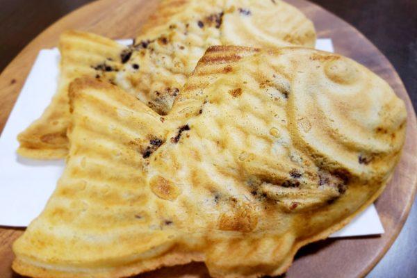 「鳴門鯛焼本舗 立川店」のたい焼きはうす皮でパリパリ!お持ち帰りでもおいしい