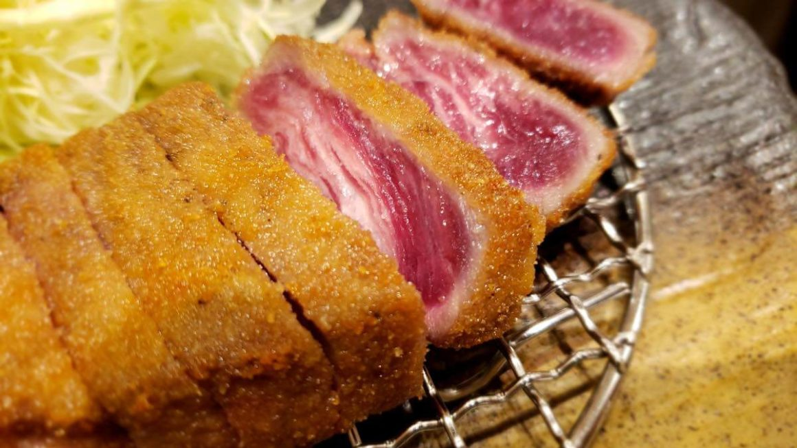 グランデュオ立川に「牛かつもと村」がオープン。石盤で炙って食べるお肉がジューシー!