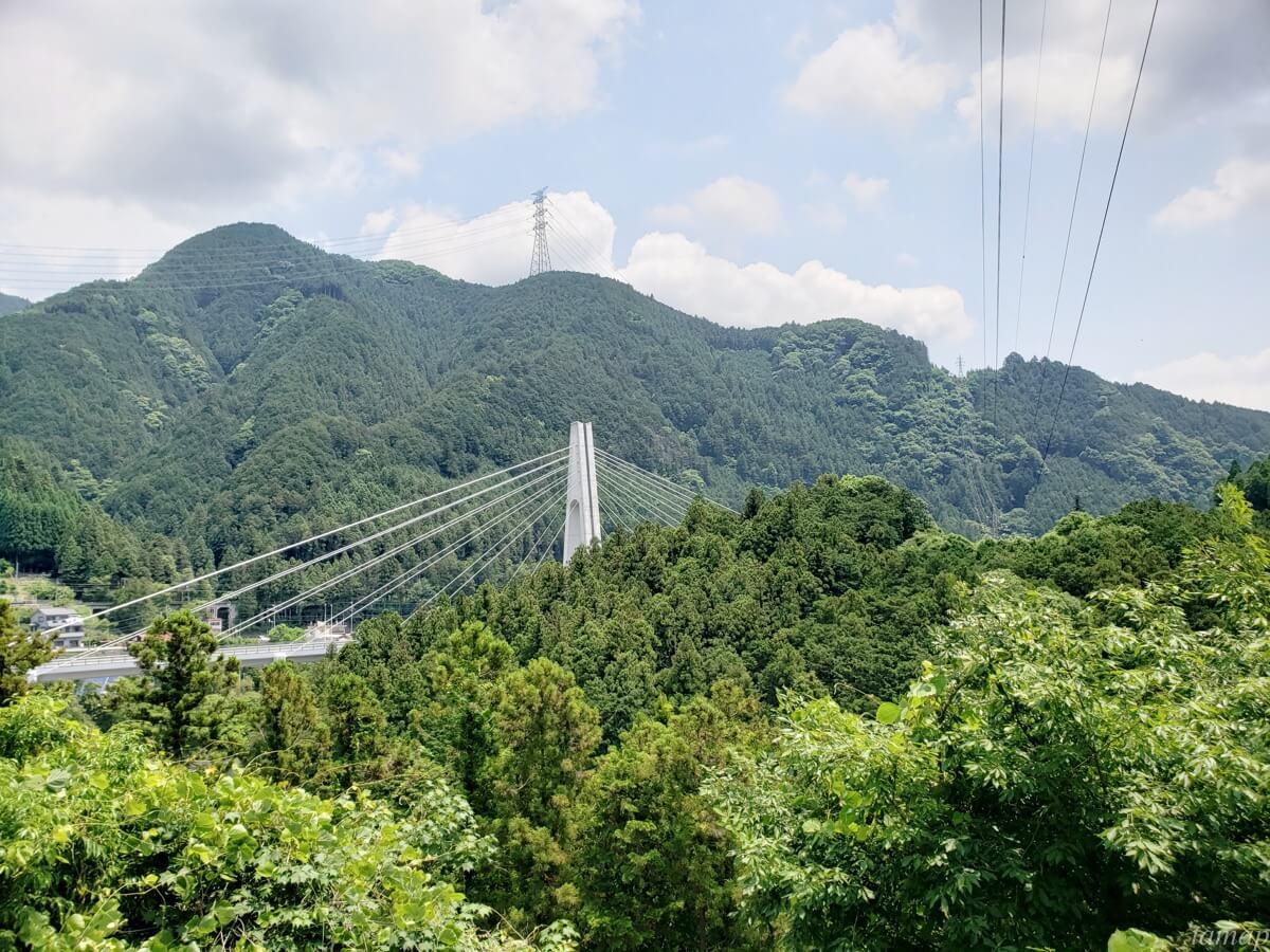 奥多摩の山々と鉄橋