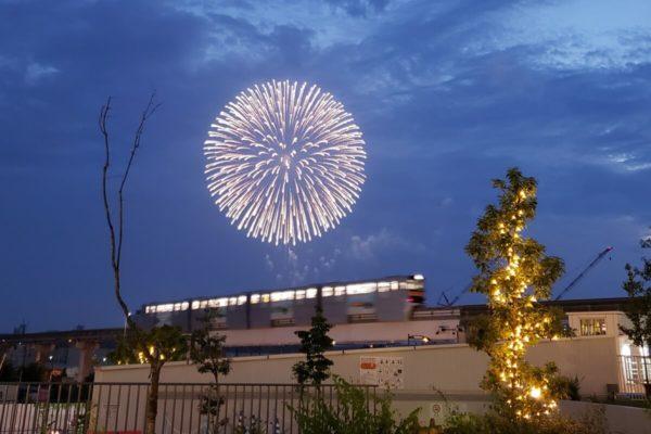 昭和記念公園で打ち上がる花火は「ららぽーと立川立飛」や「タチヒビーチ」でどう見える?
