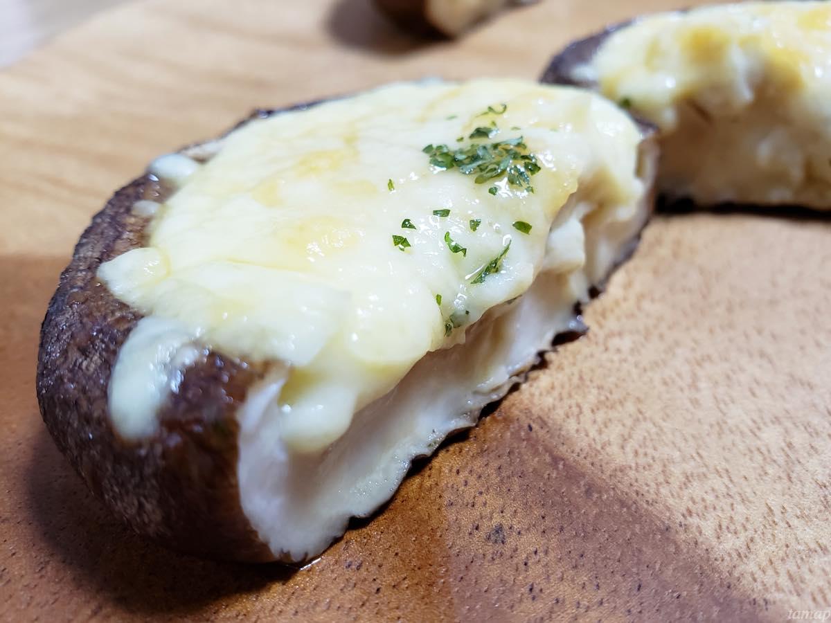 しいたけのチーズ焼きを切ったところ
