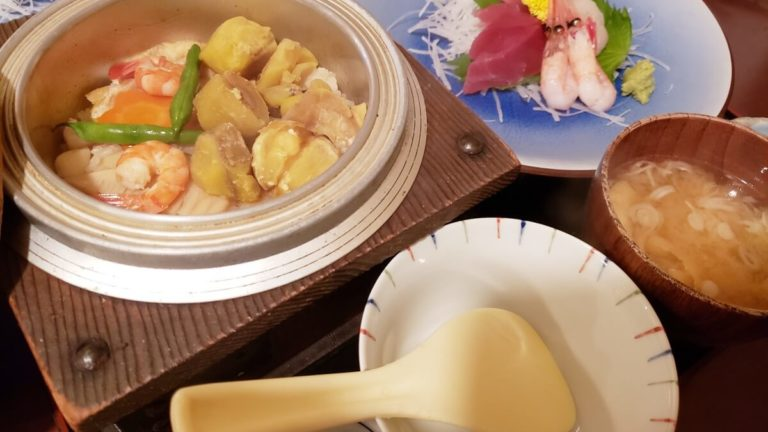 栗の釜飯が入った定食