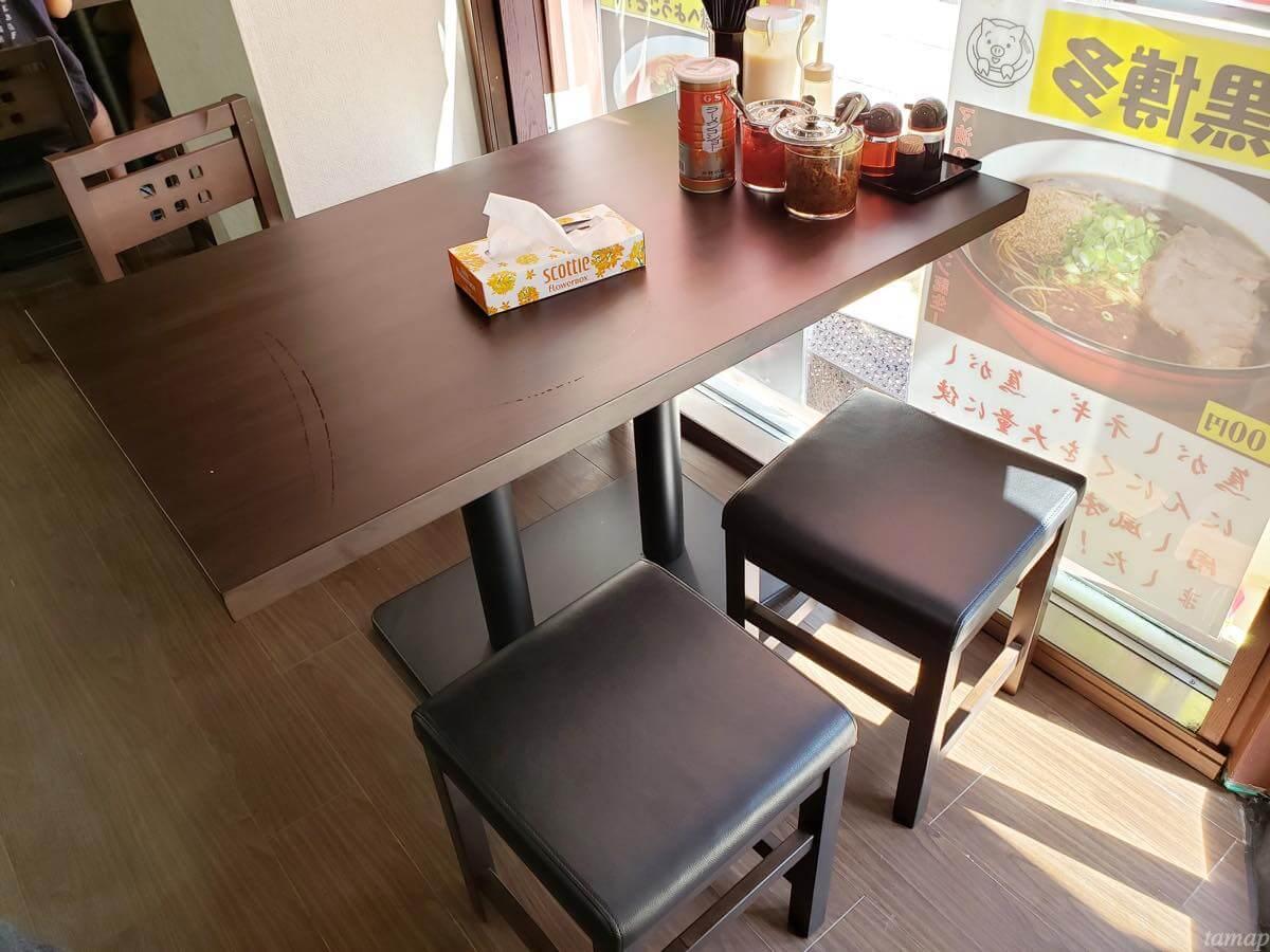 九州博多ラーメン「長浜や」のテーブル