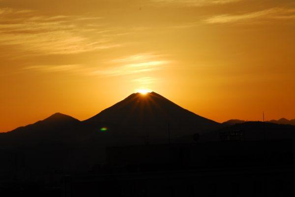 【2019年度】多摩モノレールからダイヤモンド富士が見られる3駅。立川北駅からは見られるの?