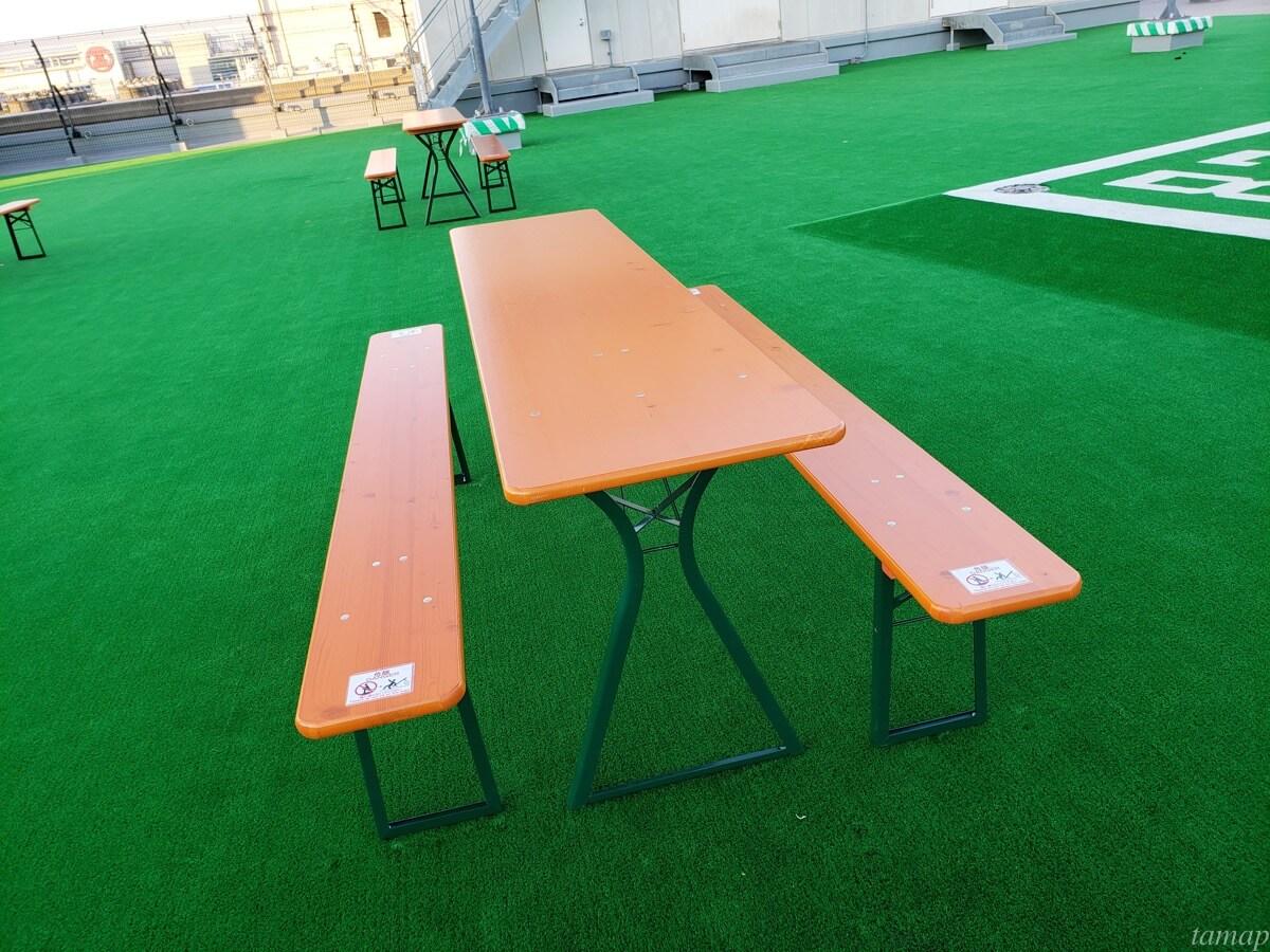 グランデュオ立川屋上にあるテーブル