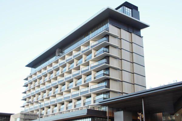 JR立川駅北口再開発「GREEN SPRINGS」2019年12月下旬の建設状況。ソラノホテルの窓が空色に!