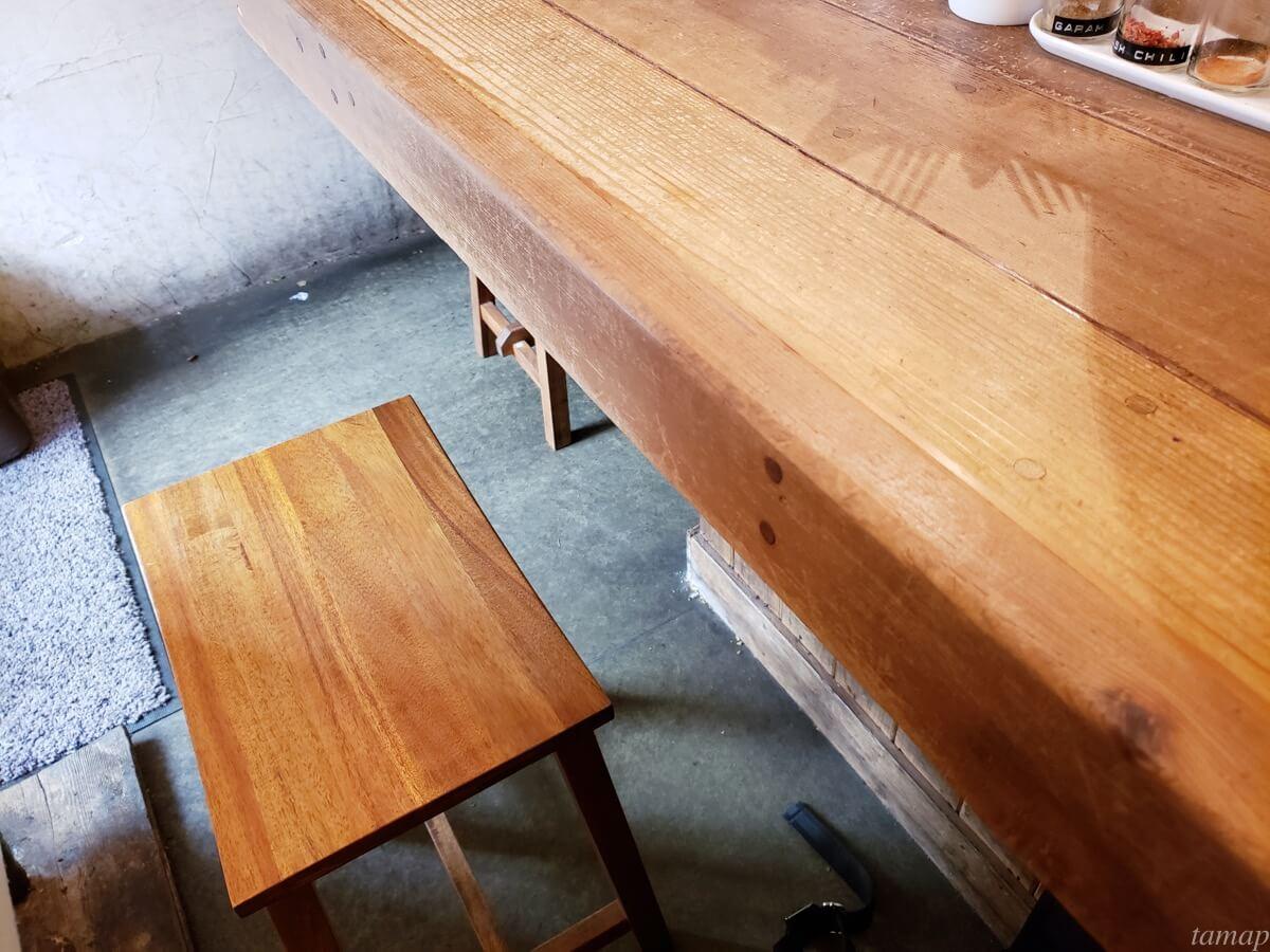 レインボウスパイスのテーブル