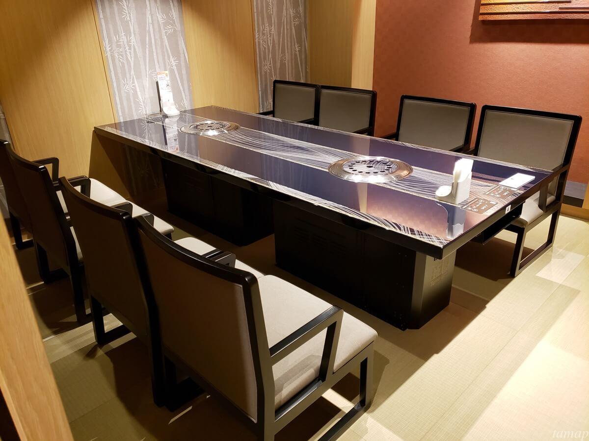 叙々苑立川シネマシティ店のテーブル