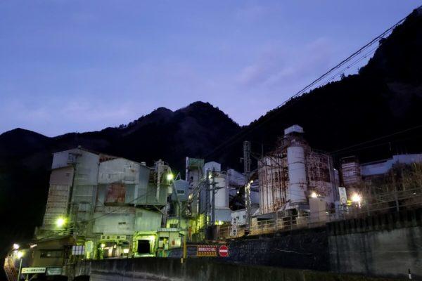 工場マニア必見!奥多摩駅チカ巨大工場「奥多摩工業 氷川工場」の夜景が絶景だった