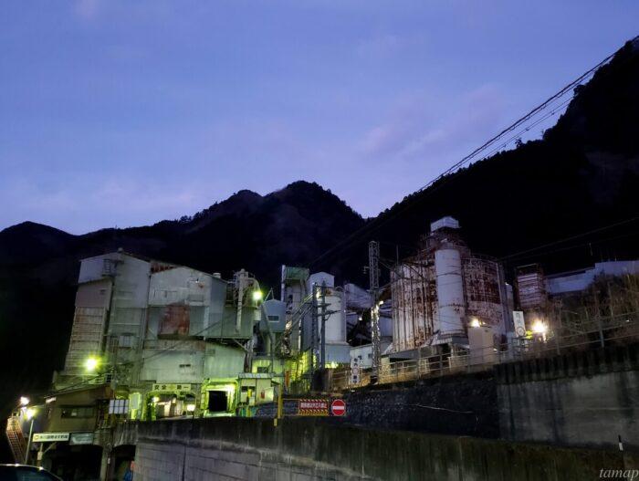 奥多摩工業 氷川工場の夜景