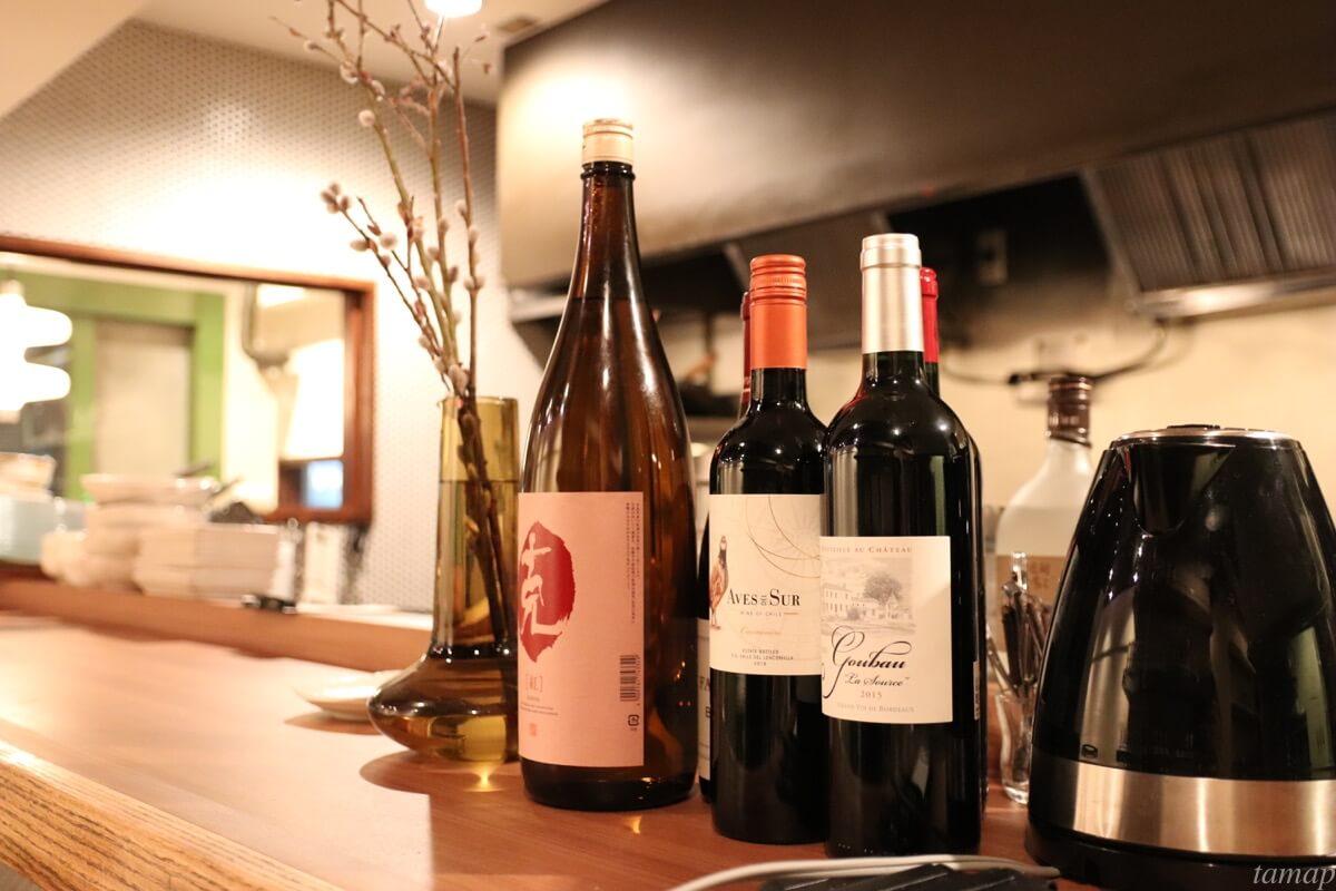 テーブルの上のワイン