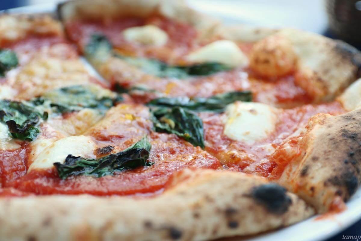 立川シネマカフェのマルゲリータピザ