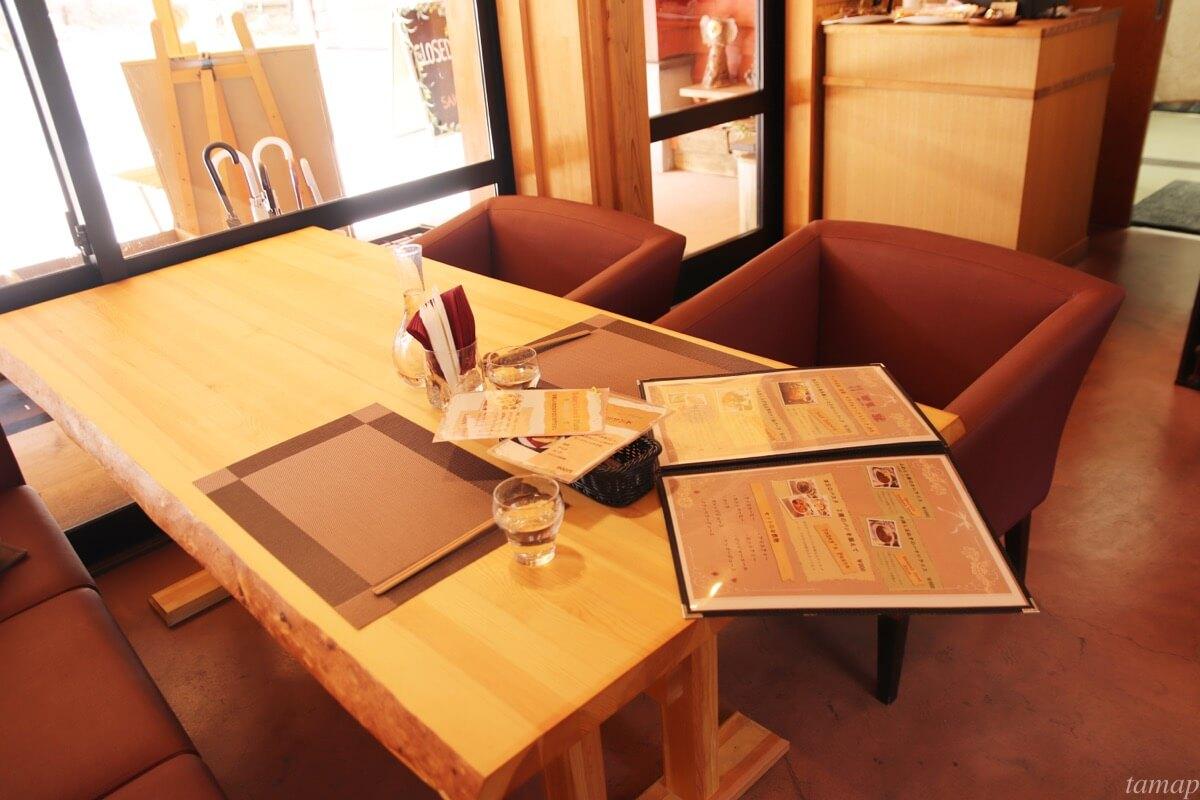 Cafe&Restaurant「SAKA」のテーブル