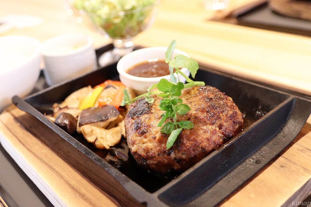 奥多摩カフェ&レストラン「SAKA」で秋川牛と奥多摩しいたけのハンバーグを食べてきた