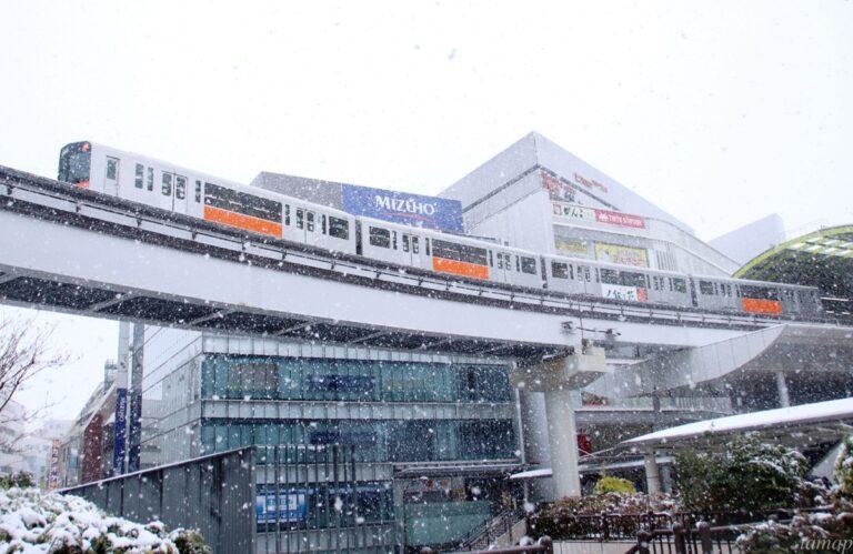 雪景色の多摩モノレール