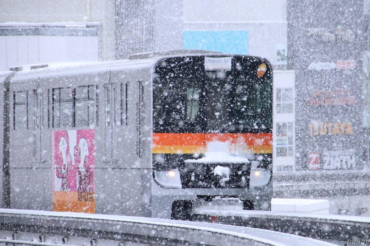 多摩モノレールと雪