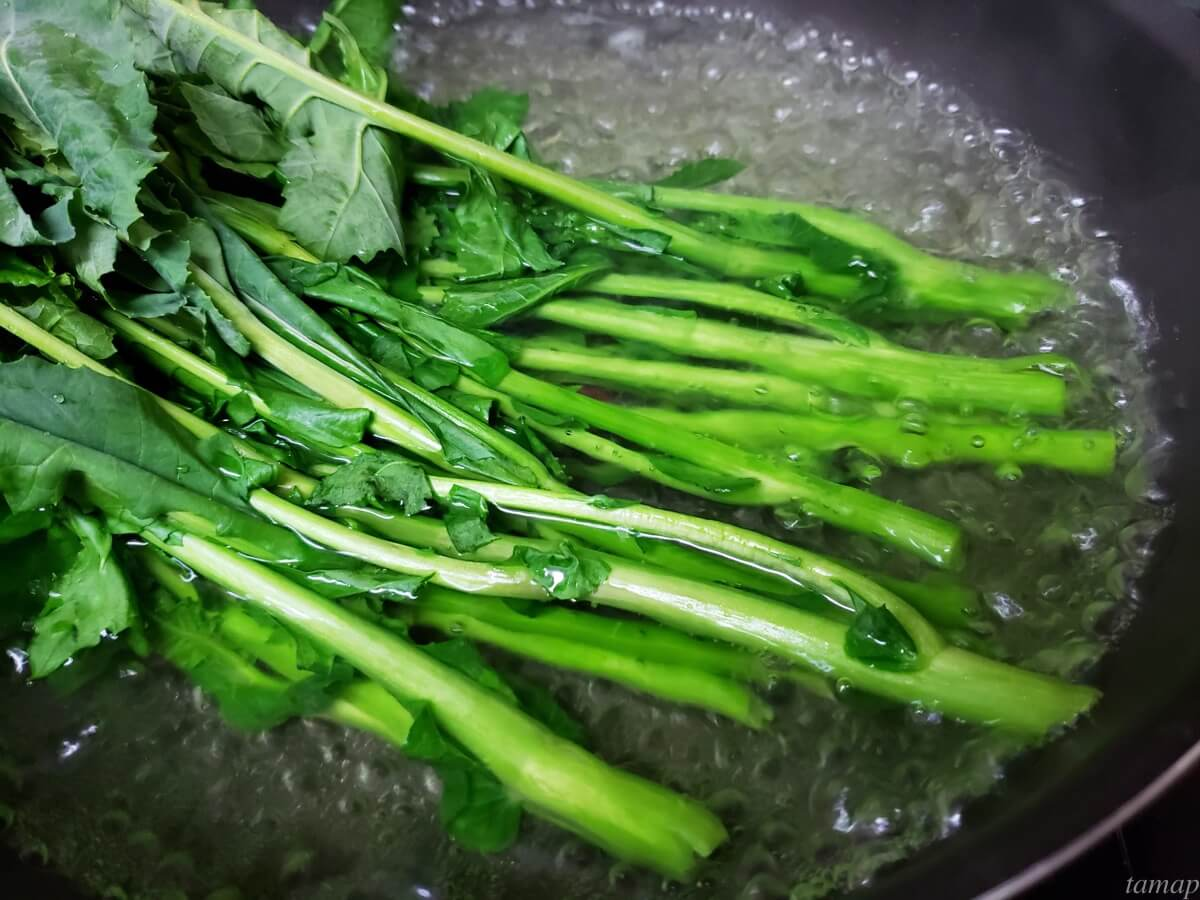 のらぼう菜を茹でるところ