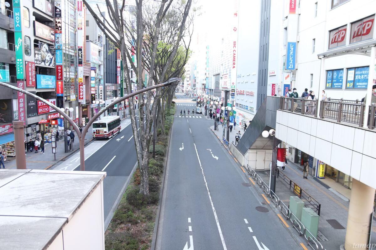 立川通りの閑散とした道路