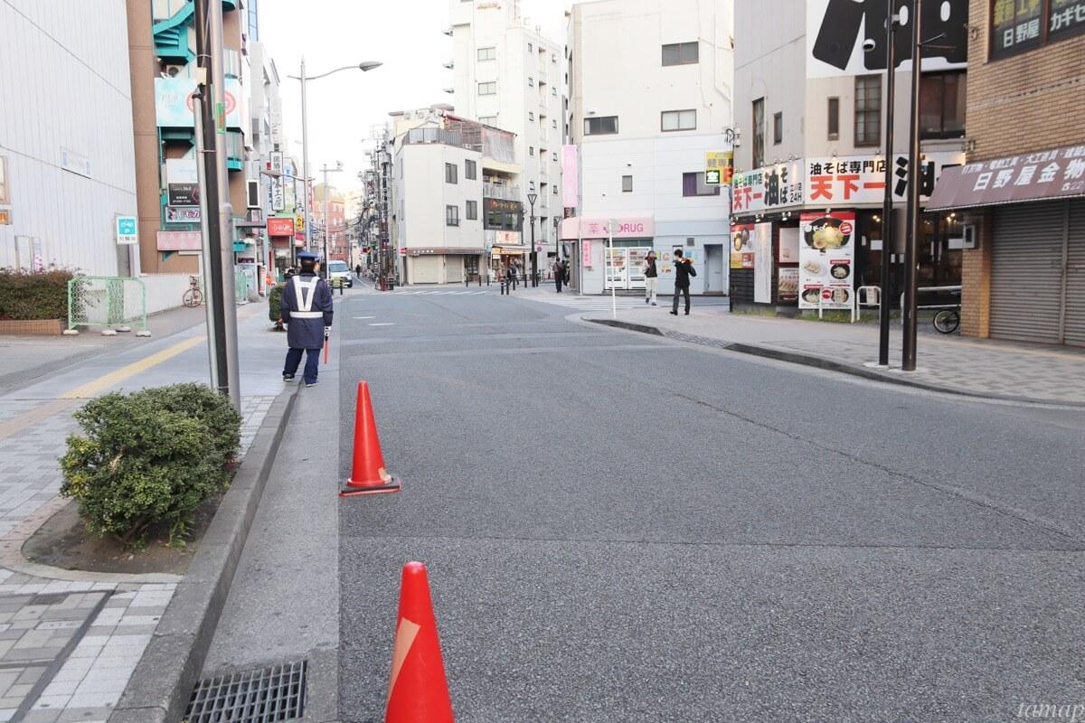 立川駅南口のWINS通りの閑散とした道路