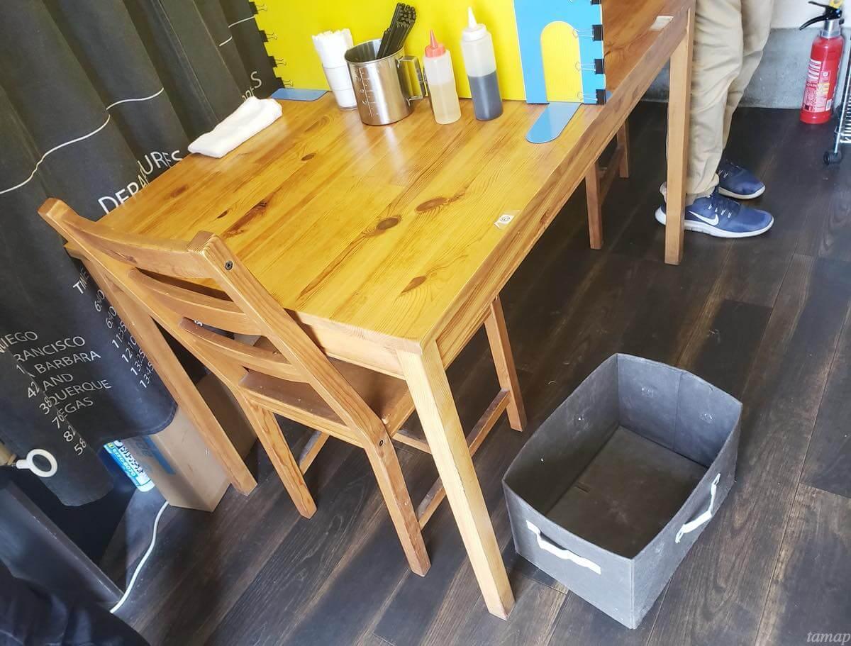 自家製麺まさきのテーブル