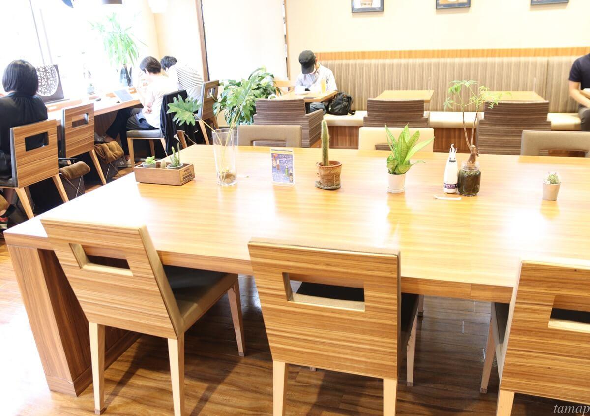 本棚珈琲のテーブル