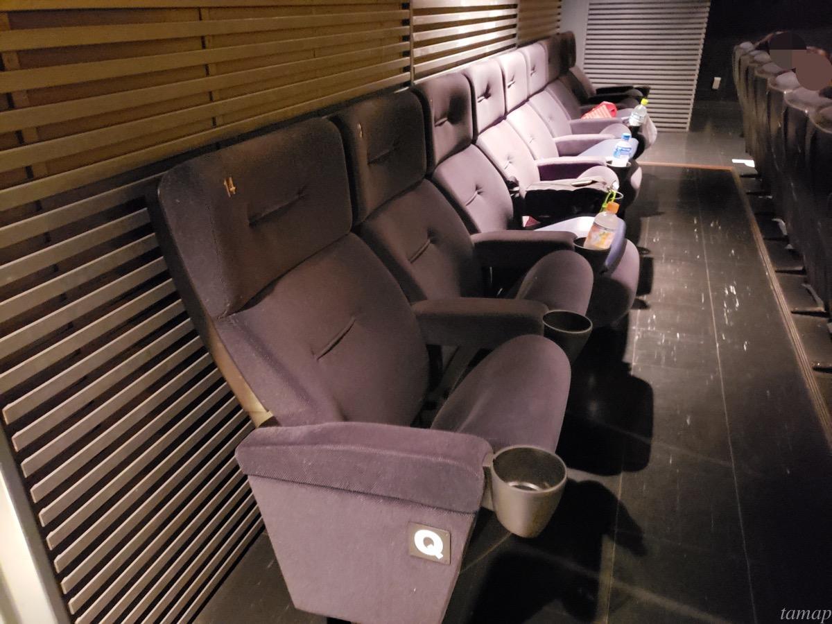 1つ置きに配置された座席