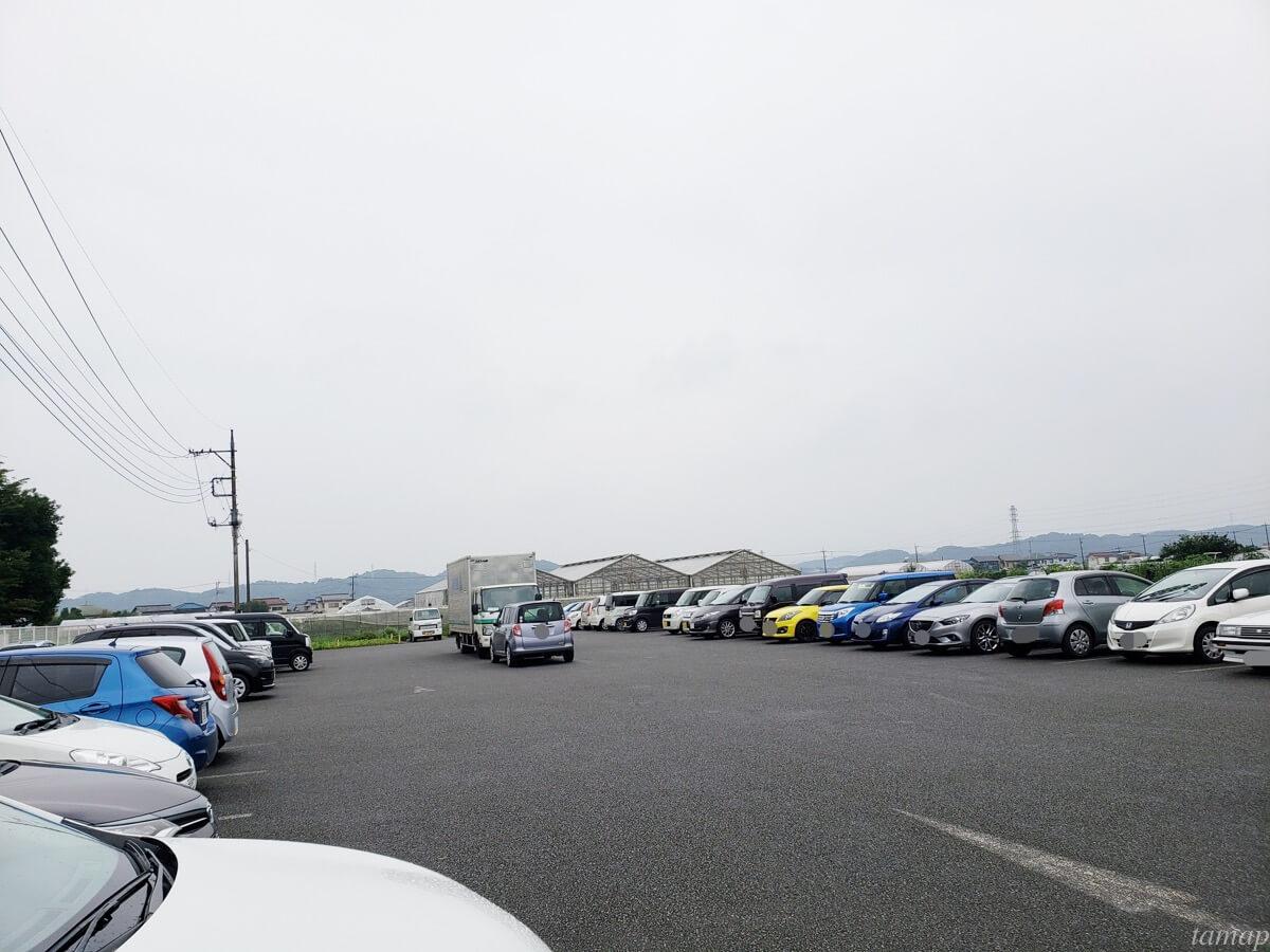 秋川ファーマーズセンターの駐車場