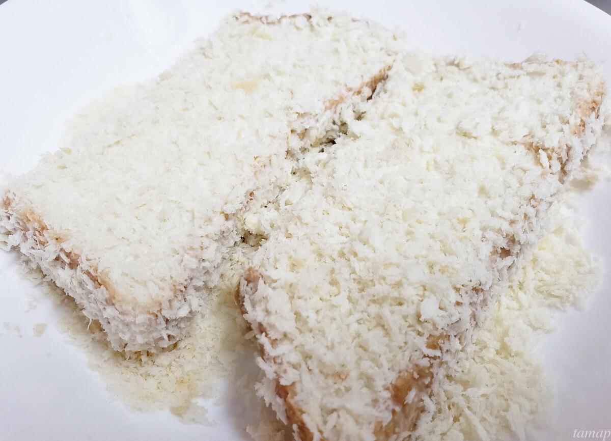 食パンにパン粉を付けたところ
