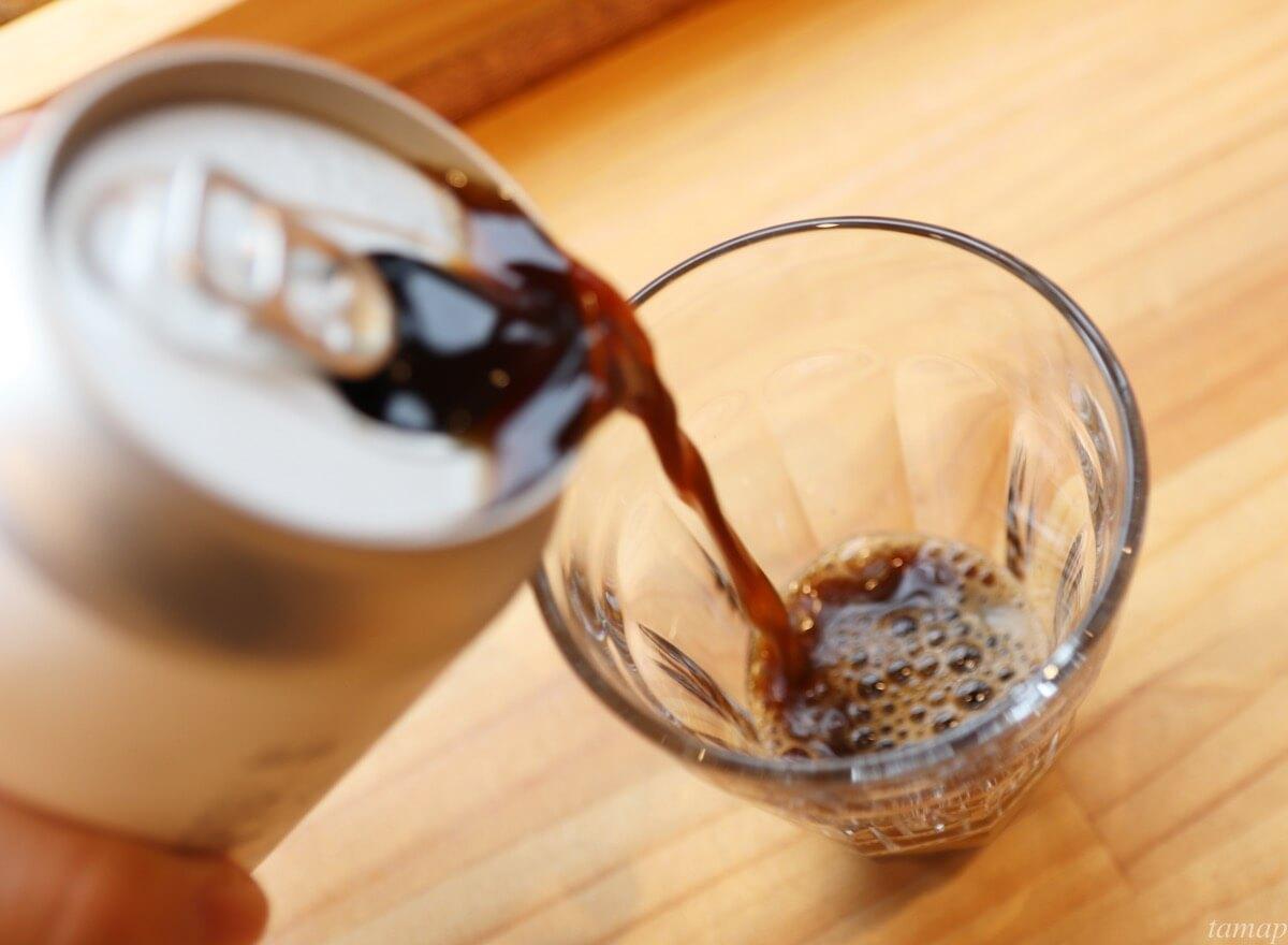コーヒービールを注ぐところ