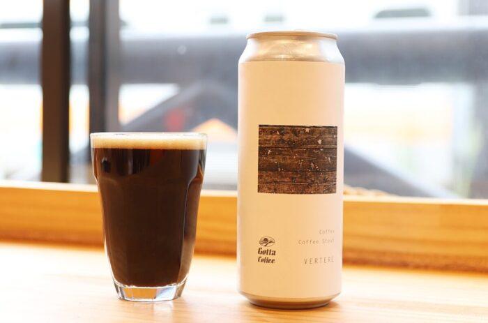 コーヒービールの缶とグラス