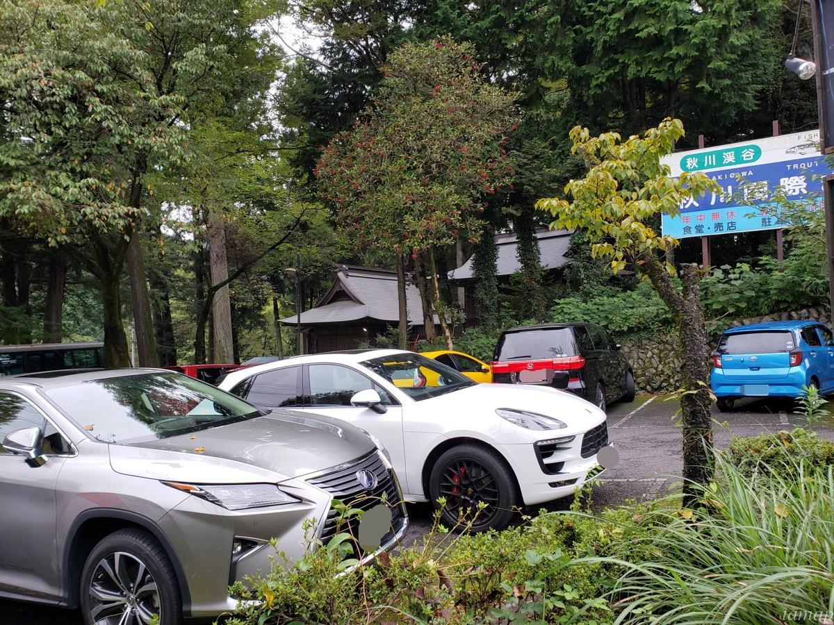 黒茶屋の駐車場