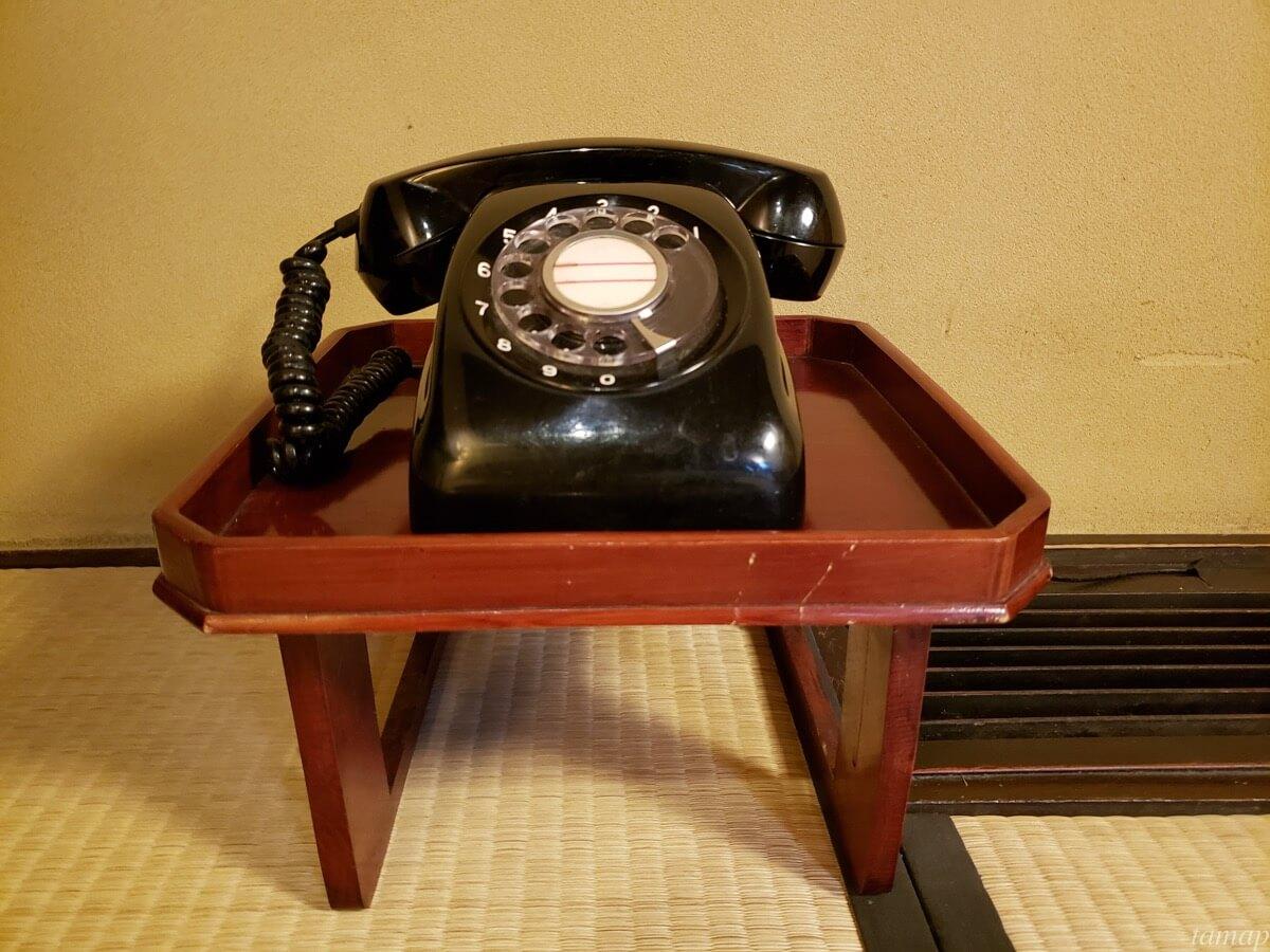 黒茶屋の黒電話