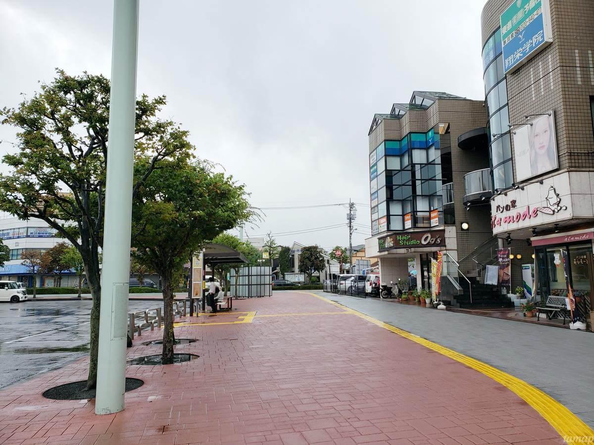 秋川駅前のロータリー